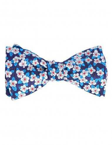 Noeud Papillon Atelier Frères bleu fait en coton à motif floral assortie, fermeture agrafe ajustable